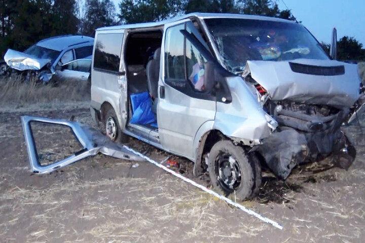 Ein 62-jähriger Mitfahrer des Transporters erlag später seinen schweren Verletzungen.