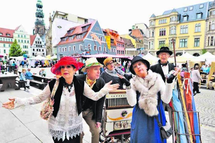 """""""Wie zu Schumanns Zeiten"""" war das Motto des historischen Markttreibens in  Zwickau. Tausende Besucher zog es  dazu auf Haupt- und Kornmarkt."""