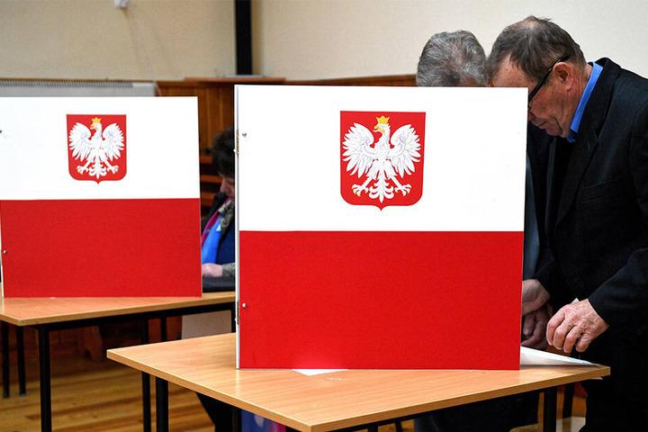 Auch in der polnischen Stadt Krzywcza gaben viele Wähler ihre Stimme schon morgens ab.