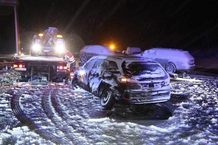 Zuvor hatte sich ein mit drei Autos beladenes Transportergespann auf der Autobahn quergestellt.