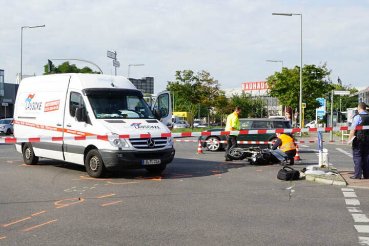 Unfallverkehrskommando sichert die Unfallstelle und rekonstruiert den Unfallhergang.