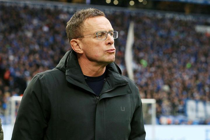 """Leipzigs Trainer Ralf Rangnick (60) analysierte den knappen Dreier bei Schalke 04 mit """"kein Schönheitspreis""""."""