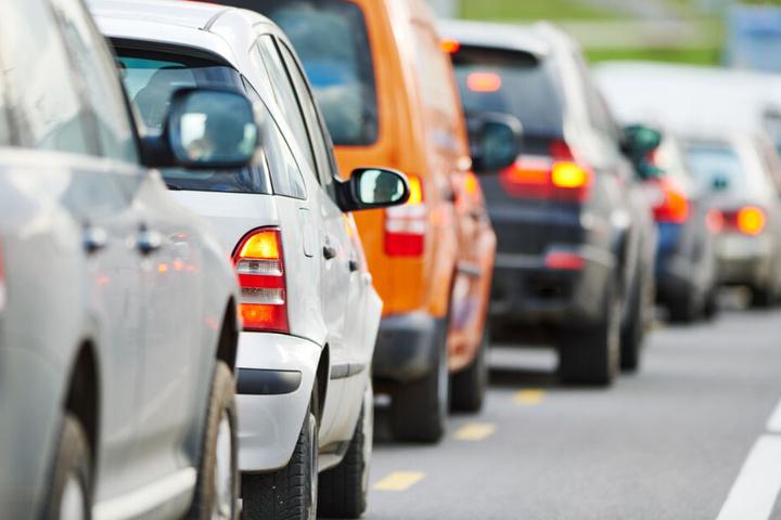 Autofahrer haben auf der Saalfelder Straße wieder freie Fahrt. (Symbolbild)