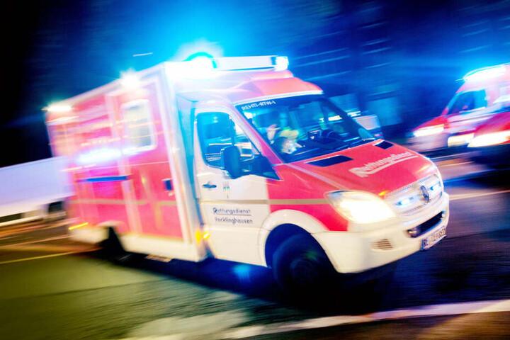 Ein 61-Jähriger wurde schwer verletzt ins Krankenhaus gebracht. (Symbolbild)