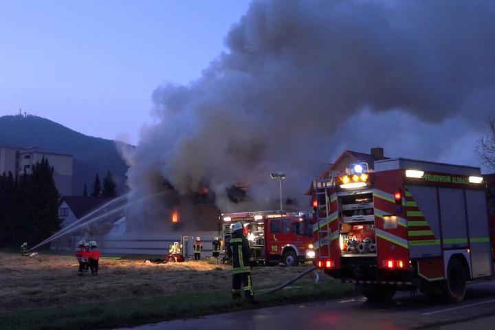 Die riesige Rauchsäule war noch kilometerweit zu sehen.