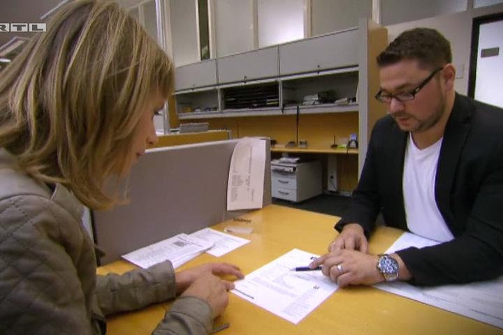 Daniel Schollmeyer gab gerne Auskunft und konnte Sandra weiterhelfen - auch wenn die Vermisste nicht mehr in Bielefeld lebt.