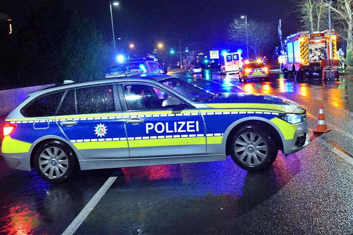 Die Polizei sperrte die Straße mehrere Stunden ab.