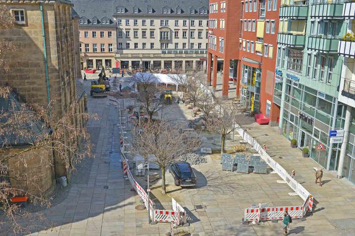 Am Jakobikirchplatz nimmt das neue Wasserbecken Formen an.