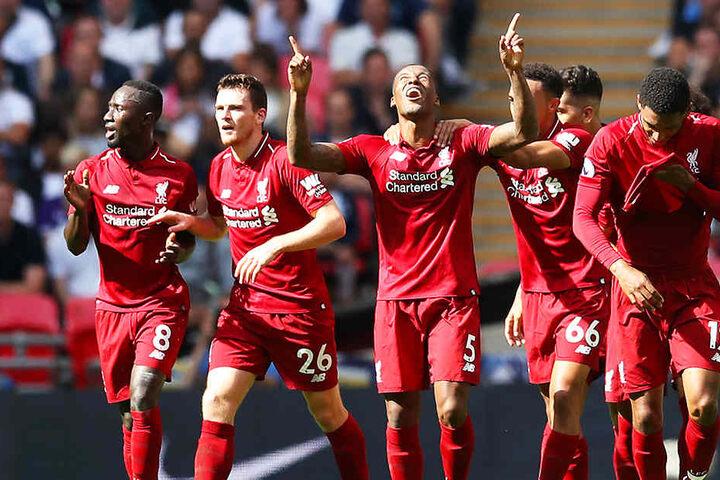 Von links: Der Ex-Leipziger Naby Keita, Andrew Robertson, Torschütze Georginio Wijnaldum, Trent Alexander-Arnold und Joe Gomez bejubeln das zwischenzeitliche 1:0 bei den Tottenham Hotspurs. Am Ende sprang im Wembley-Stadion ein 2:1-Sieg heraus.