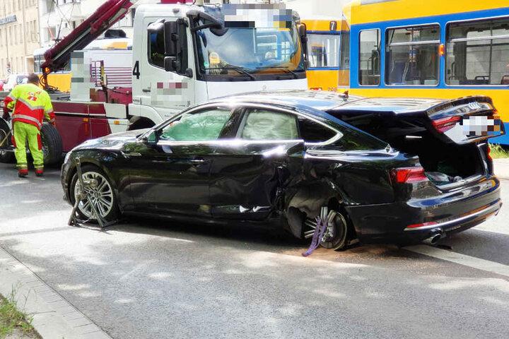 Wahrscheinlich hatte der Audi-Fahrer beim Abbiegen die Straßenbahn übersehen.
