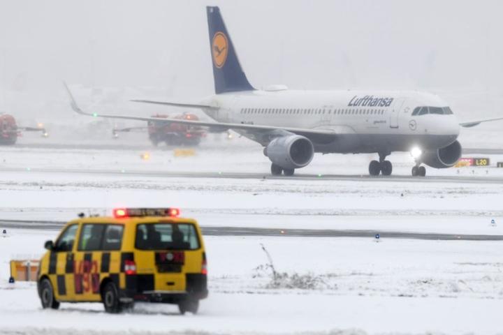 Noch liegt kein Schnee, trotzdem wird es interessant zu sehen, wie der Flughafen zur Winterzeit funktioniert. (Symbobild)