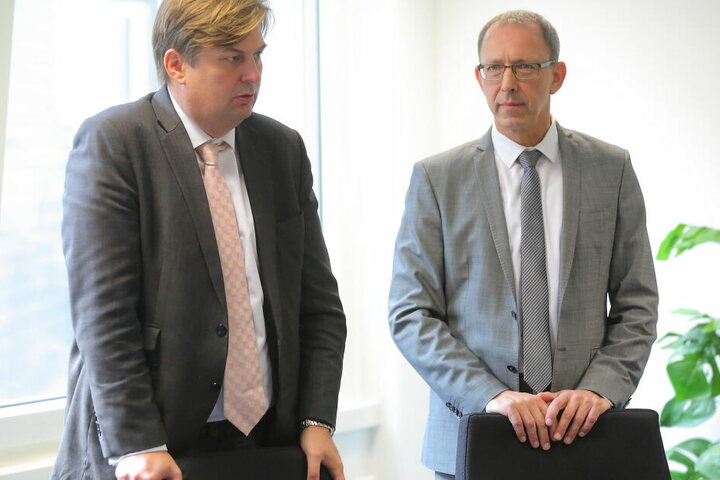 Maximilian Krah und Jörg Urban am 12. Juli in Dresden. An diesem Tag gab die Partei bekannt, sich gegen die Liste zur Landtagswahl zu wehren.