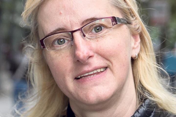 """Ina Munzert (47), arbeitet für eine Städtische Reinigungsfirma in Zwickau, wird der CDU ihre Stimme geben: """"Ich habe einen Vollzeitjob. Es geht mir gut. Im Vergleich zu vor zehn Jahren hat sich vieles verbessert. Es gibt keine Alternative."""""""