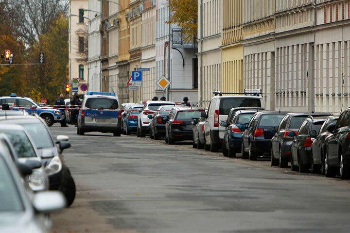 Der Täter hatte sich in seiner Wohnung in der Kolmstraße verschanzt.