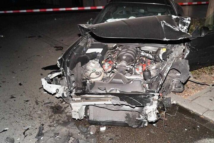 Reif für die Schrottpresse! Es entstand ein Gesamtschaden von 100.000 Euro.