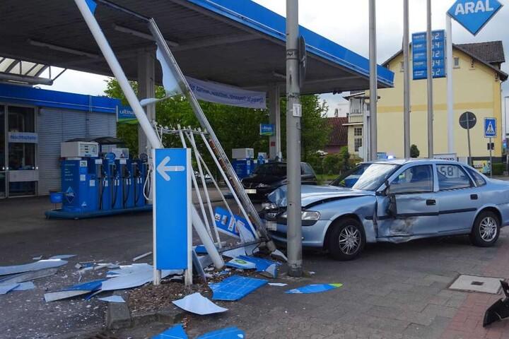 Beide Autofahrer kamen mit dem Schrecken davon, es entstand ein hoher Sachschaden.