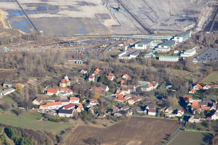 Neben dem Dörfchen Podelwitz bei Leipzig wird immer noch Braunkohle abgebaut.