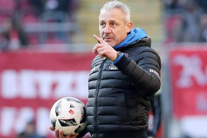 Im Spiel gegen Düsseldorf will Dotchev die Startformation von Aue ändern.