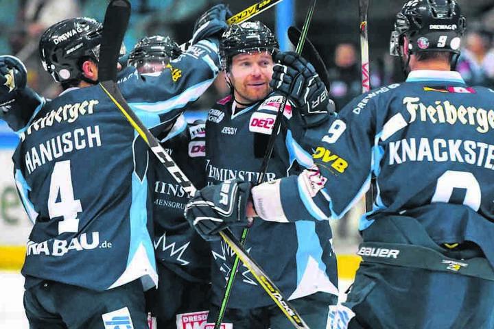 Am Sonntag gab es für die Dresdner Eislöwen endlich mal wieder Grund zum Jubeln.