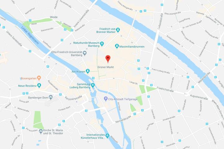 In Bamberg wurde in ein Juweliergeschäft am Grünen Markt mit einem Mazda eingebrochen.