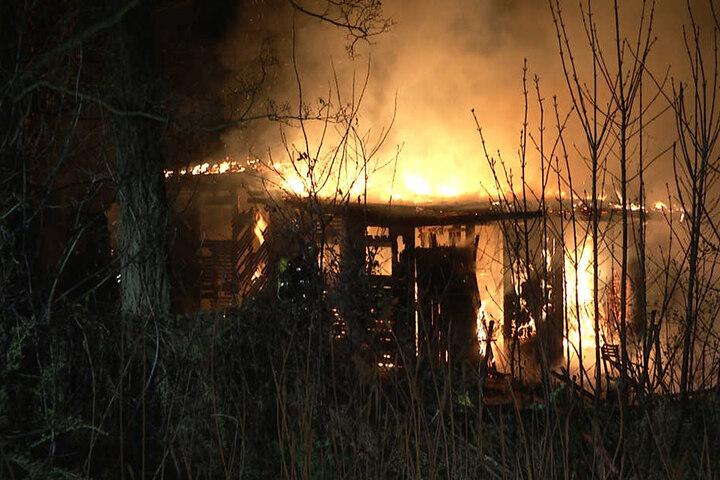 Kurz nach 2 Uhr nachts stand die Gartenlaube in Thekla in Flammen.