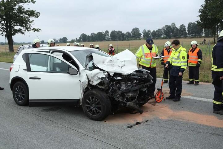 Auch der Nissan erlitt einen Totalschaden.