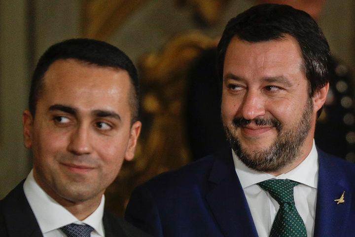 Fordern im Migrationsstreit von der EU endlich Lösungen: Matteo Salvini (re.), Chef der Lega-Partei, und Luigi Di Maio, Anführer der Fünf Sterne Bewegung.