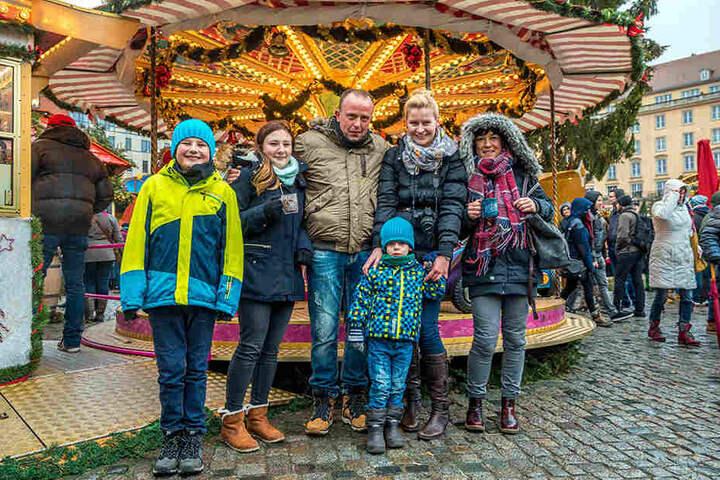 """Heike Bayer (32) ist mit Sohn Anton (4) und Freunden aus Schwarzenberg angereist: """"Ich gebe insgesamt vier Sterne. Das Angebot für Kinder ist toll, die Anordnung der Stände und die Deko sind schön. Dem Essen gebe ich sogar fünf Sterne."""""""