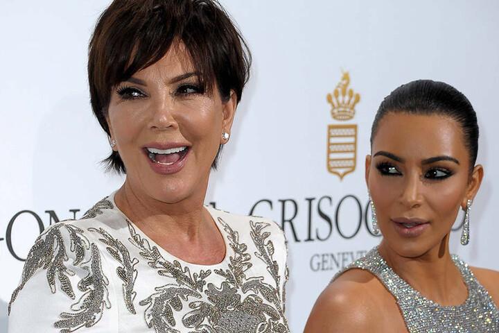 Kris Jenner (l.) mit ihrer Tochter Kim Kardashian.