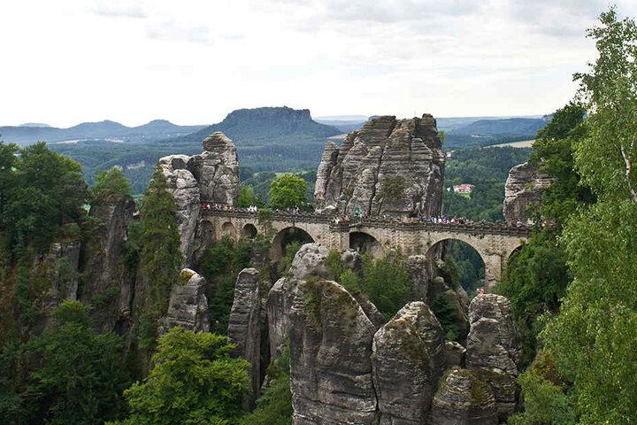 Auf Platz zwei bei den beliebtesten Zielen in Sachsen ist die Sächsische Schweiz (im Bild die Basteibrücke).