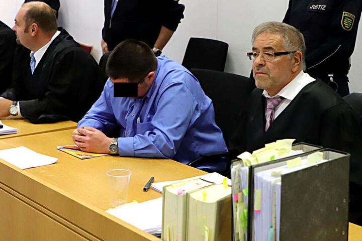 """Jan D. (39) bekam dank seiner Anwälte Kay Estel (l.) und Klaus Bartl (r.) """"Rabatt"""" beim Strafmaß."""