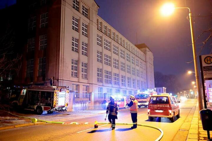 Feuerwehreinsatz an der alten Wanderer-Fabrik auf der Zwickauer Straße.