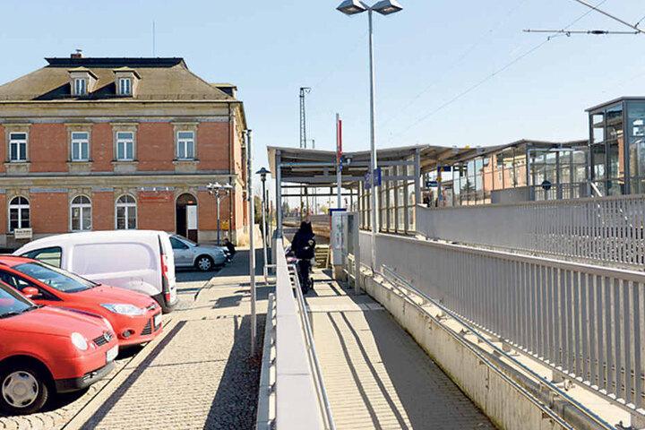 Zeugen gesucht! Wer den Vorfall am Bahnhof Coswig am 14. März gegen 21.55 Uhr  beobachtet hat, soll sich bitte bei der Polizei oder TAG24 melden.
