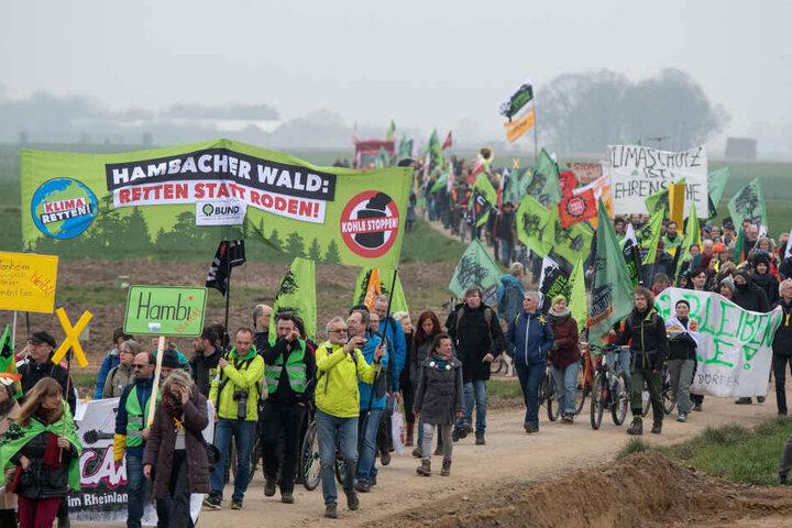 Demonstranten bei dem großen Sternmarsch am Samstag.