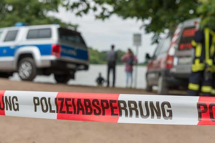Bereits Ende der vergangenen Woche suchten Rettungskräfte am Dippelsdorfer Teich nach einem Mann, nach zwei Tagen wurde seine Leiche gefunden.