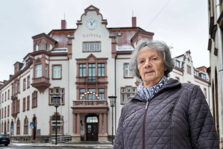 Aufgrund der Fusion mussten die bisherigen Orts-Chefs ihre Ämter niederlegen. Bis ein neuer OB gewählt ist, springt die Auer Stadträtin Heide-Marie Bamler (77, Linke) in die Bresche.