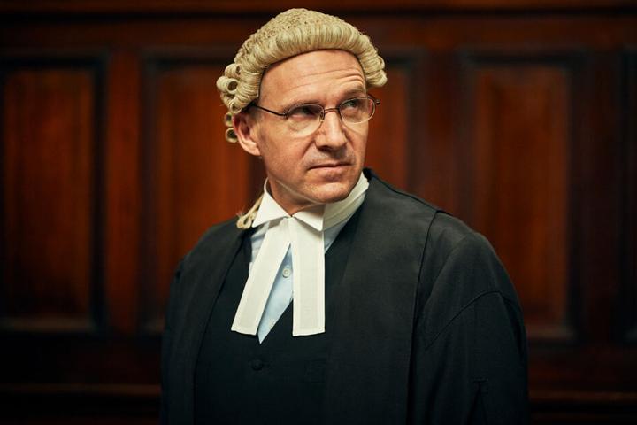 Anwalt Ben Emmerson (Ralph Fiennes) verteidigte Katherine Gun.