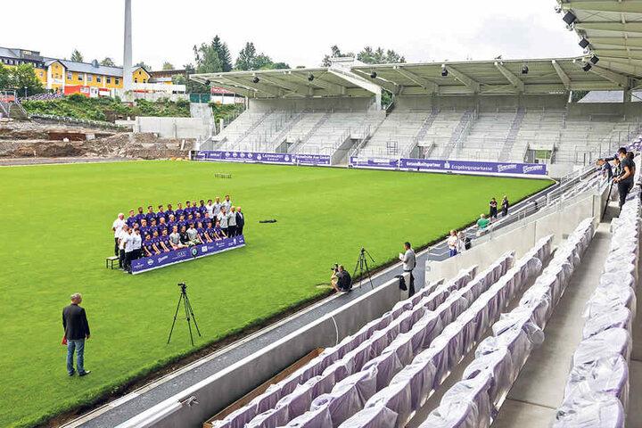 Am Montag posierte die Mannschaft vor der neuen Haupttribüne. Das offizielle  Teamfoto wurde geschossen.