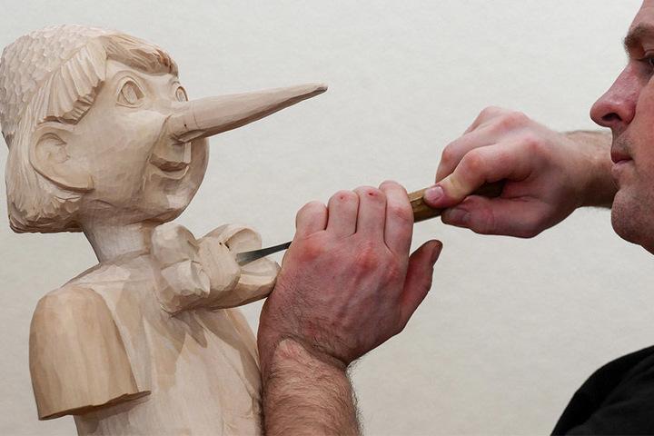 Die Figur des Pinocchio von Michael Rössel-Rothe war bei den 25. Schnitzertage der Hingucker schlechthin.