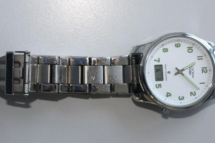 Diese Armbanduhr trug der unbekannte Mann zum Todeszeitpunkt.