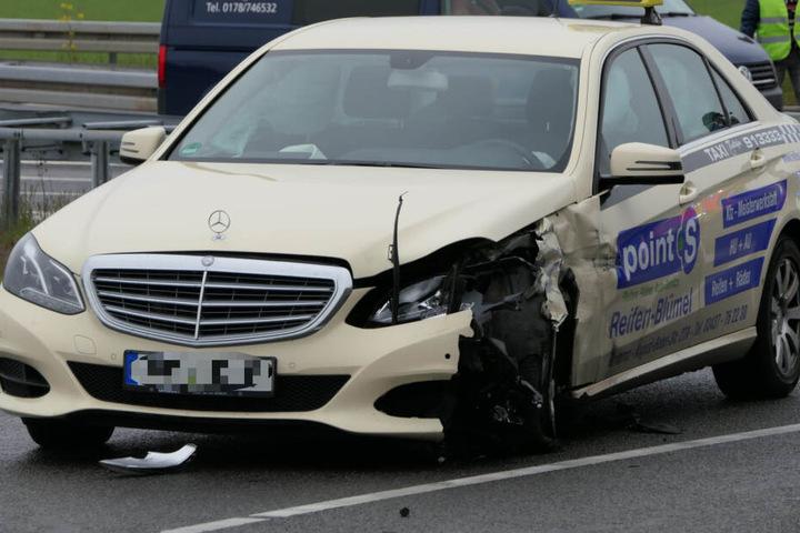 Dabei wurden drei Personen verletzt.