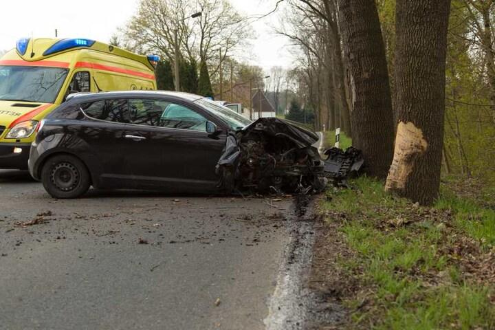 Die Fahrerin kam verletzt ins Krankenhaus.