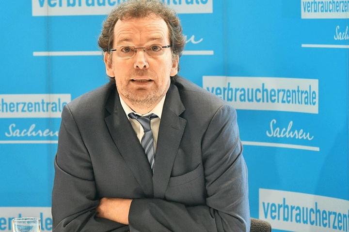 Verbraucherzentrale-Vorstand Andreas Eichhorst (55) kennt Fälle, in denen unseriöse Handwerker einfach den Fernseher mitnahmen, wenn kein Geld da war.