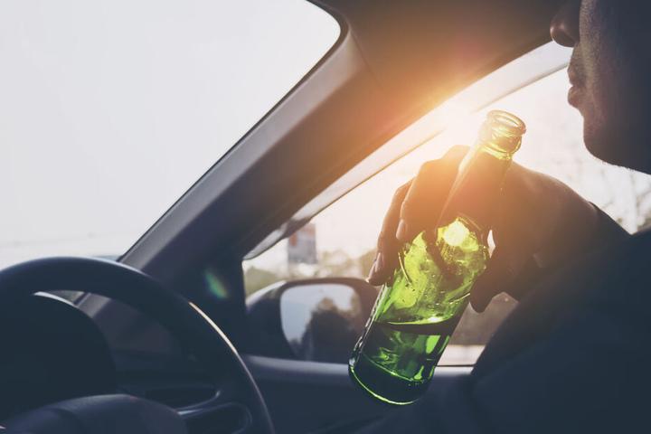 Der Mann hatte vor seiner Fahrt zu viel Alkohol getrunken. (Symbolbild)
