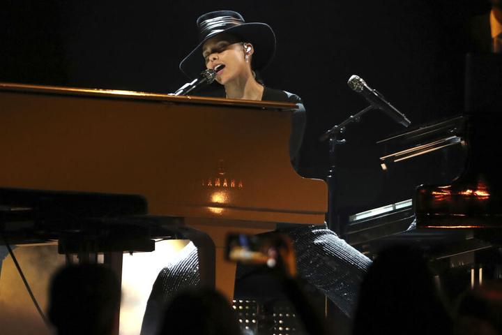 Sängerin Alicia Keys führte durch den Abend.