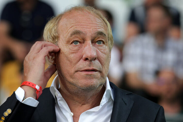 Eintracht Frankfurts Vereinschef Peter Fischer hat ein Vereinsverbot für AfD-Mitglieder ausgesprochen.