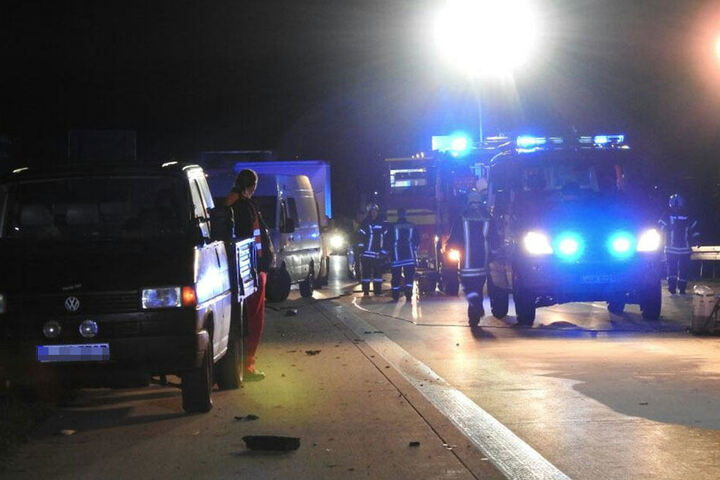 Feuerwehr und Polizei sind mit einem Großaufgebot vor Ort.