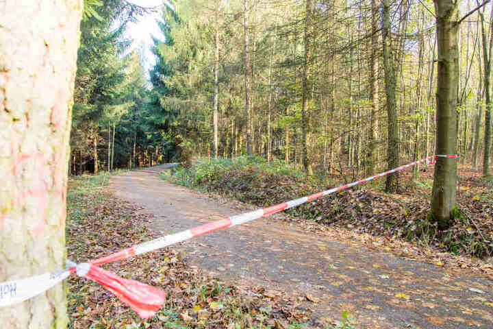 Im Wald zwischen Stollberg und Thalheim wurde ein Absperrband gezogen.