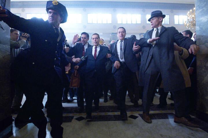 """Martin Scorsese knüpft mit """"The Irishman"""" nahtlos an seine zeitlosen Meisterwerke wie """"GoodFellas - Drei Jahrzehnte in der Mafia"""" oder """"Casino"""" an."""