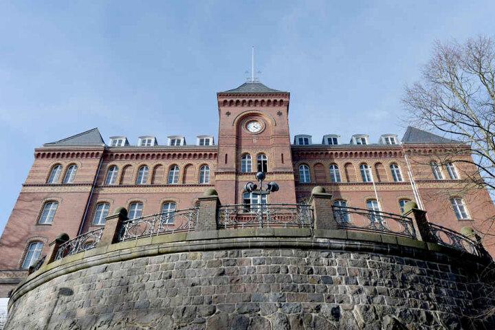 Vor dem Landgericht Flensburg gab es bereits drei Bombendrohungen gegen Gerichte in Schleswig-Holstein (Archivbild).